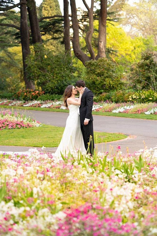 wedding photography Melbourne Fitzroy gardens Step2