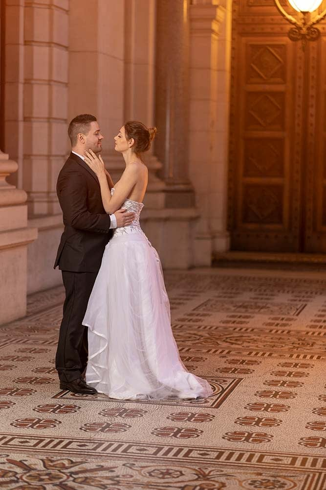 wonderful wedding photograph of bride and groom at Parliament house