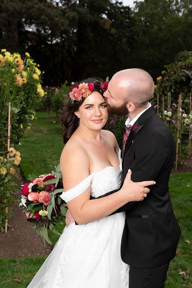 groom kiss his bride at Ballarat botanical gardens