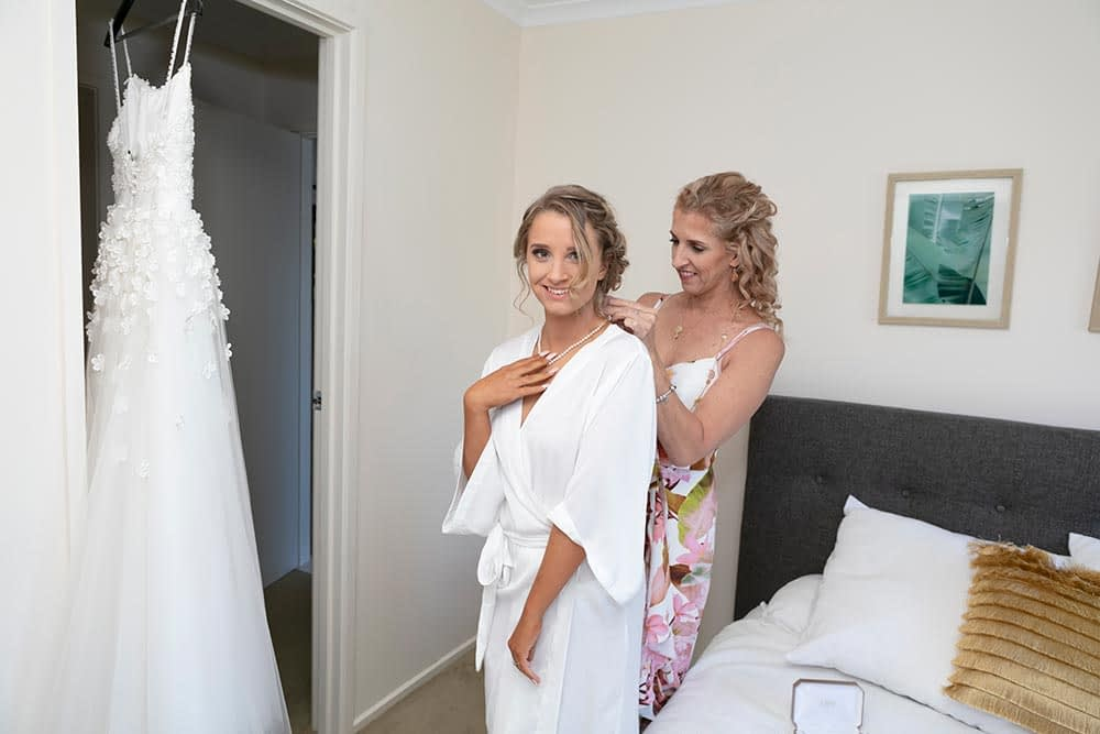 Wedding photography Melbourne Kaityln bride getting ready 04