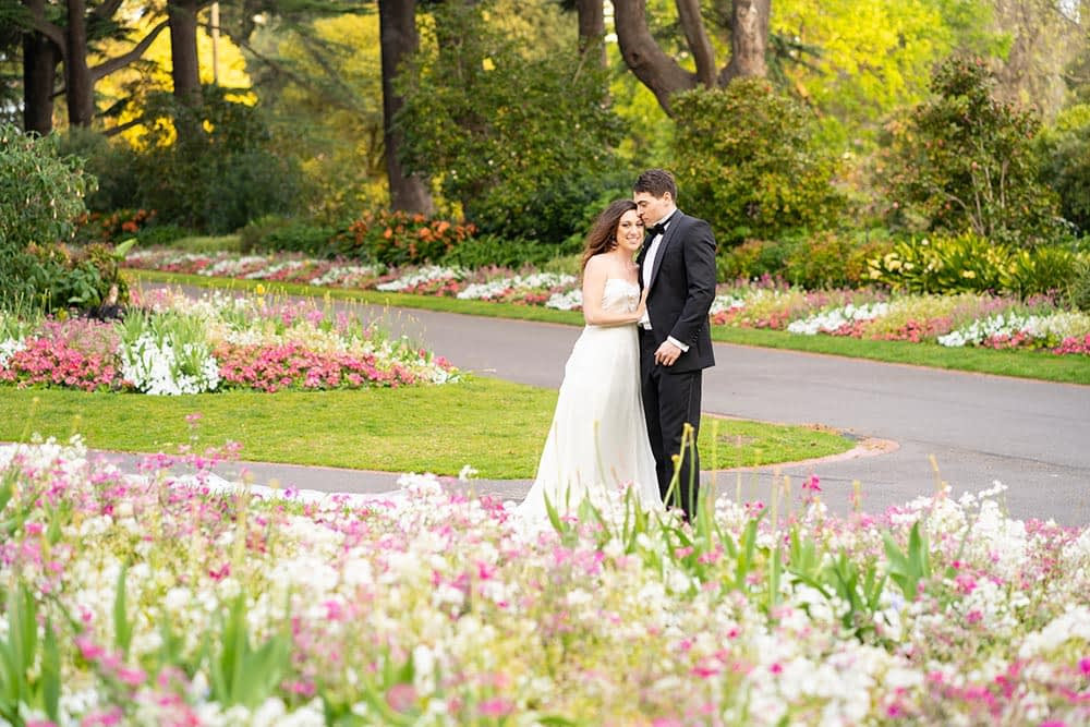 wedding photograph of bride and groom at Fitzroy Gardens